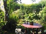 καθιστικό στον κεντρικό κήπο