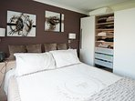 King Bedroom/ can be divided into 2 single beds