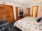 Bedroom,Indoors,Room,Furniture,Home Decor