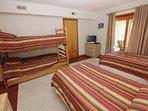 Bed,Bedroom,Furniture,Blanket,Home Decor