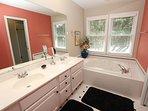 Bathroom,Indoors,Room,Tub,Molding