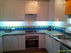 Fully fitted kitchen (American fridge/freezer, dishwasher, washing machine)