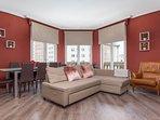 Large sitting room over Gran Via street