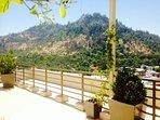 Hermosa terraza con vista al cerro san Cristobal.