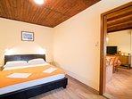 H(4): bedroom