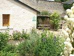 gite semi-troglodyte situe dans un village viticole de charme pres de Saumur.