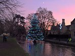 Beautiful Bourton at Christmas - 5 mins walk away