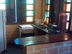 Cozinha equipada, onde você pode preparar seus alimentos e lanches, economizando nas refeições!