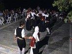 Una serata organizzata con gli ospiti con balli in costumi tradizionali dell'isola.