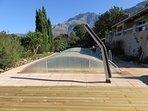 Plage, douche solaire, piscine et le monte Grosso