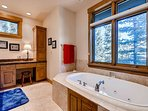Grizzly Bear Master Ensuite Tub