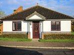 MAGGIES RETREAT, ground floor, enclosed garden, WiFi, in Briston, Ref 946554