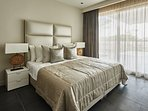 4 Luxury bedrooms with en-suite bathrooms