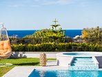 The outdoor area of Villa Anna Maria offers unobstructed sea views!