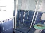 SA3(2): bathroom with toilet