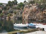 Der Voulusmeni-See in Agios Nikolaos. Er ist 65m tief. Viele Tavernen sind rund um den Süßwassersee.