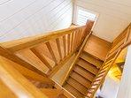Escalier spacieux à palier