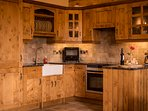Fully equipped beautiful Oak Kitchen inc. dishwasher, oven, hob, microwave...
