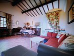 Vacation home with private Jacuzzi and pool for rent near Viterbo
