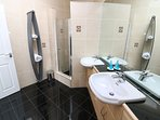 Woolacombe Holiday Cottages The Penthouse Front Shower Room Area