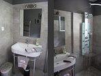 Salle-de-bain douche avec grande douche à l'italienne.