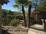 Terrasse « Amazon » à côté du BBQ, un air tropical totalement dépaysant...