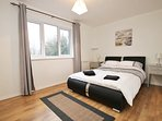 Lovely executive apartment close to all local amenities and transport links
