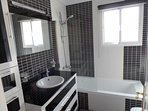 Contemporary master bedroom ensuite with bath