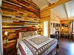 Large Master Bedroom w/King Bed