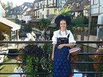 La fameuse 'Petite Venise' avec une alsacienne en costume traditionnel. 0 500m.