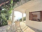 Villa ERIKA+Casa VERONICA. Scorcio della veranda panoramica coperta.