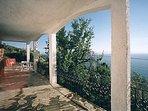 Villa ERIKA. La grande veranda panoramica coperta.