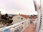Crveni (2+1): terrace