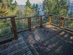 Deck with fantastic views of the ocean and wildlife