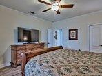 1st King Master Suite, 60' SmartTv, walk-in closet, & designer wood floors