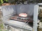 Barbecue in pietra per un'ottima fiorentina