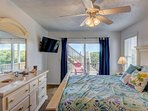 Downstairs Master King Suite with 40' Smart HDTV and ocean view