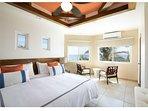 Bdrm/suite #8 King size bed en-suite bath