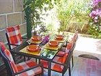 Terrasse mit kleinem Garten