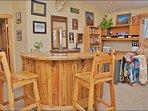 Upper Living Room - Desk , Blankets