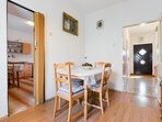 A4(4+2): dining room