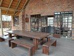 de veranda van het lounge-huis