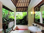 Bathing surrounded by nature and in utmost privacy, it doesn't get much better than this!