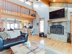 Huge family getaway with 2 fireplaces, grill, loft, & 2 kitchens! Close to ski.