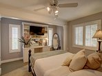 queen bedroom, private bath, flat screen TV, ceiling fan