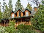 Beautiful cabin in the woods, sleeps 8, hot tub!
