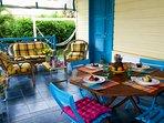 grande terrasse, meubles de qualité confortables, magnifique vue mer, plage à 200 m.