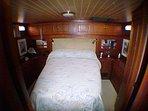 The magnificent Captain's Quarter has a Queen Size Bed, En Suite Bathroom and Shower.