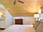 Chick-a-pea's Cottage sleeps 7 - second floor queen