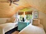Chick-a-pea's Cottage sleeps 7 - second floor twin